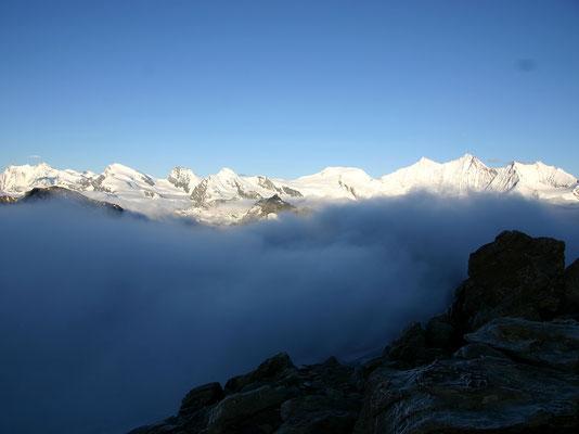 Bergkette im Morgenlicht