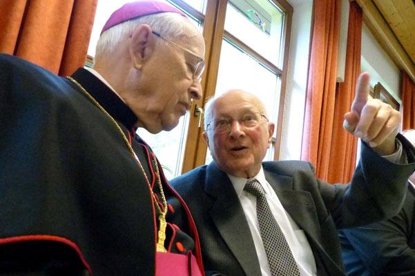 Bischof im Gespräch mit Pfr. Ullrich