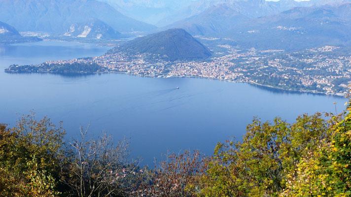 Gipfelblick auf den Lago Maggiore und Verbania