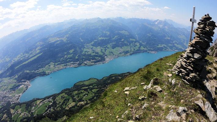 Gipfelblick - Walensee vor Glarner Alpen