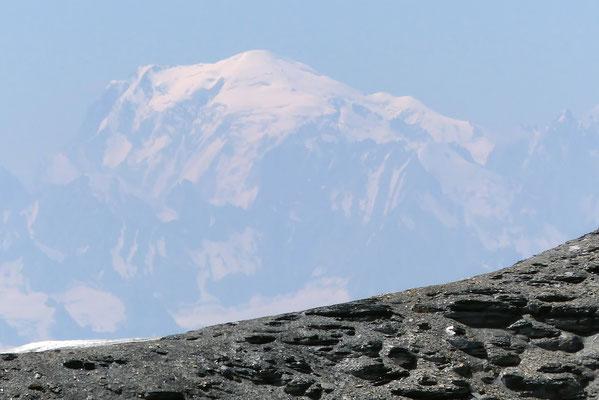 Gipfelblick: Silhouette des Mont Blanc, 4810 M