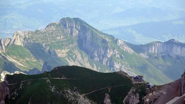 Gipfelblick: Rotsteinpass vor Schäfler