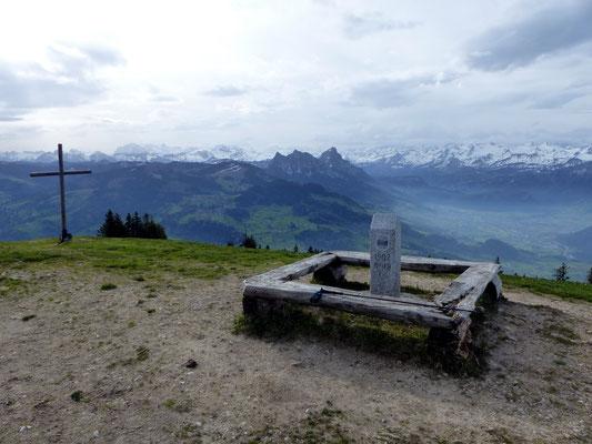 Blick zur Mythen-Region und Uri-Bergkette
