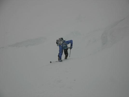 Rückzug im Schneesturm