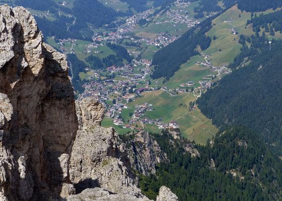 Gipfelblick nach Colfosco und Corvara