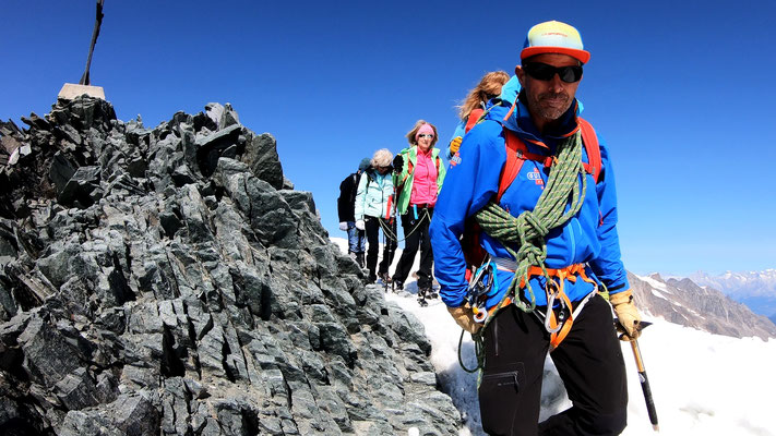 Seilschaft am Gipfelgrat