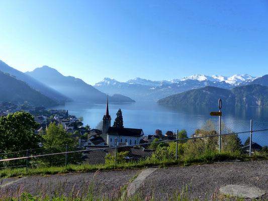 Blick über Weggis nach Vitznau und zum Vierwaldstättersee