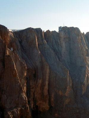 Gipfelblick in die Marmolada-Südwand - Punta Rocca, 3309 M