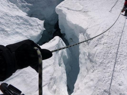 Gletscherbruchzone mit tiefen Spalten