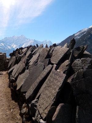 Mani-Mauer