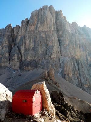 Bivaccio Bianchi vor Marmolada-Südwand