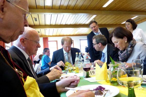 Mittagessen mit dem Weihbischof