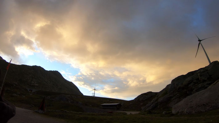Sonnenaufgang am Gotthardpass