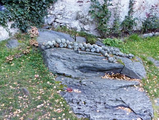 Krokodil aus Steinen - Gefertigt von Messners Kindern