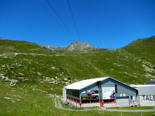 Blick von der Fiescheralp, 2212 M zur Bergstation Eggishorn, 2893 M