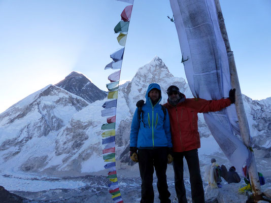Gipfelbild mit Mount Everest & Nuptse