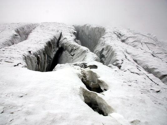 V-Gletscherspalten