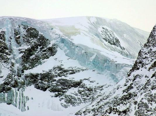 Steile Querung - Blick vom Mont Dolin