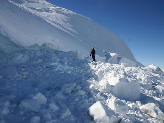 Eis- und Lawinentrümmer