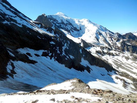 Tiefblick zum Laggin-Gletscher und zur Weissmies