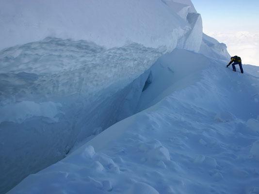 Überhängender 'Gletschergraben'