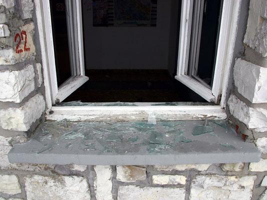 Vandalismus - Eingeschlagene Fensterscheiben