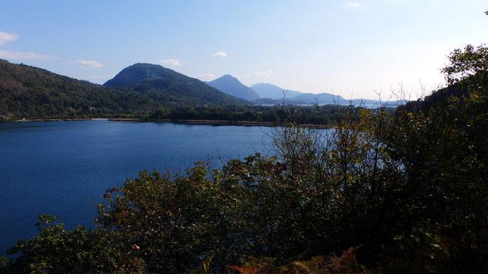 Blick über den Lago di Mergozzo zum Sasso del Ferro