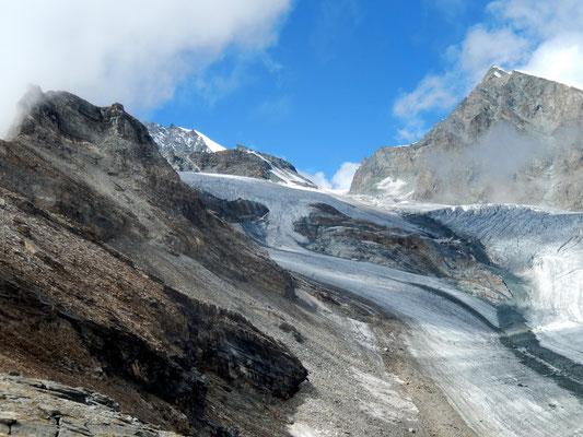 Blick über den Gletscher zum Allalinpass