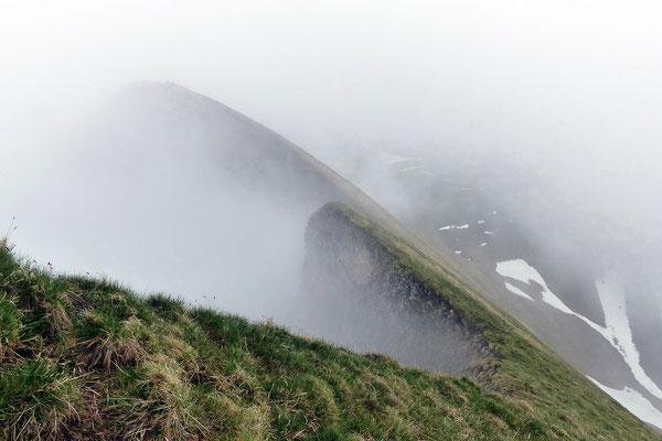 Blick vom Gipfel zurück auf den Südgrat