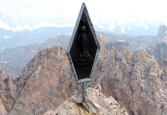 La Vergine Maria - Gipfelskulptur