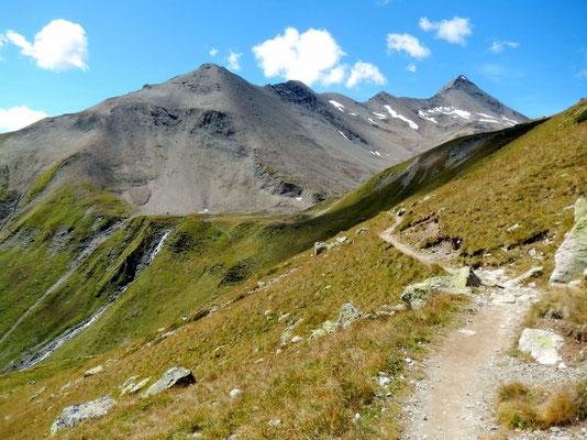 Bergkette mit Piz Blaisun