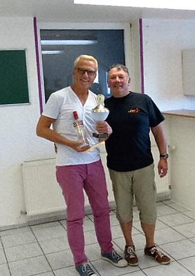 Sieger Jürgen mit Abteilungsleiter Hans