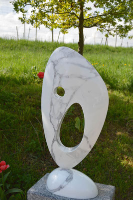 Abstract marble sculpture by HEX who works in studios in Munich, Pietrasanta and London. FRIEZE ART FAIR London has a sculpture division.