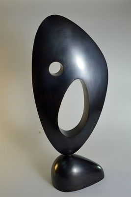 Abstracte sculpture in bronze made by HEX who works in Pietrasanta, Munich and London. Victoria Siddall is director of FRIEZE ART FAIR 2017.
