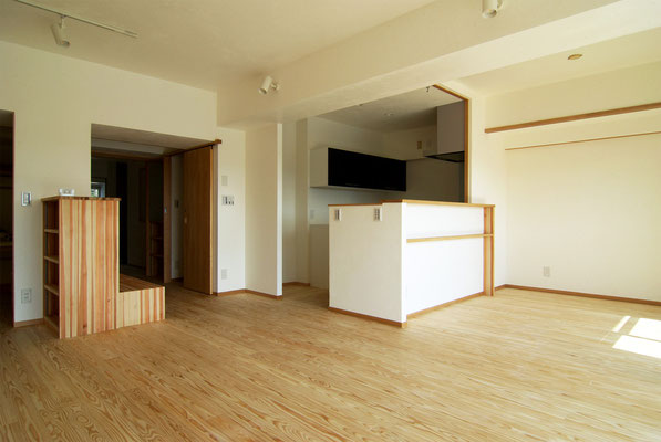 キッチンはセミオープンとしてリビングダイニングと一体に