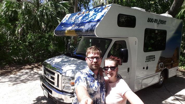 Wir mit unserem Camper