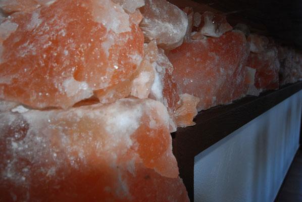 Nahaufnahme von den Salzsteinen unseres Tresen
