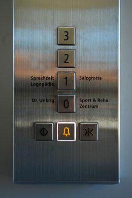 Das Gebäude verfügt auch über einen Fahrstuhl.