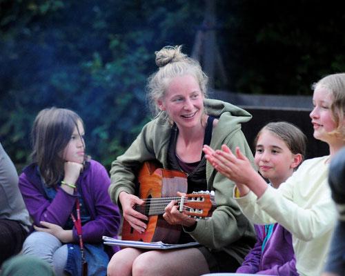 Sommercamp der Wildnisschule Habichtswald auf Hof Grafel