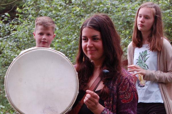 blind drum stalk - Wahrnehmungsübungen mit Jugendlichen