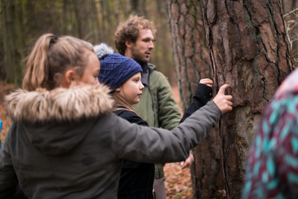 Auf Tuchfühlung mit der Natur - Herbstcamp Wildnisschule Habichtswald