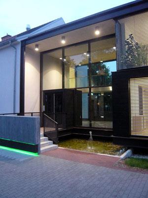 Foyer zwischen Altbau und Neubau - Foto © Knauer Architekten