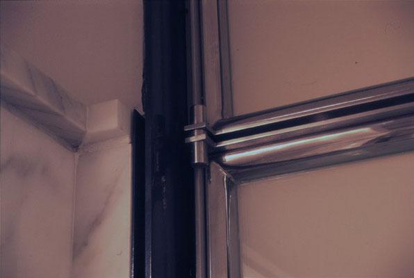 Spezialgefertigte Türbeschläge für Badezimmertüre