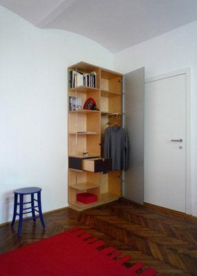Kombischrank im geöffneten Zustand - Foto © Knauer Architekten