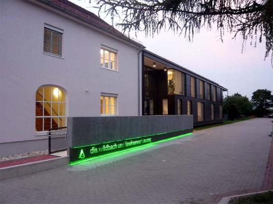 Eingangsrampe - Foto © Knauer Architekten