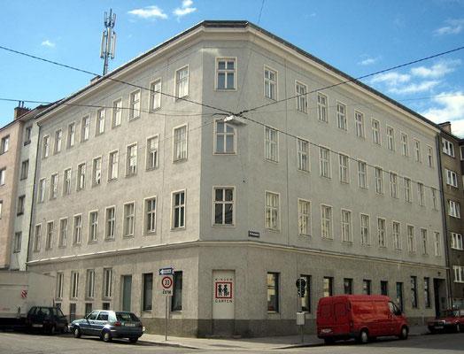 """Umbau und Sanierung eines Gründerzeitwohnhauses (""""Sockelsanierung"""") Wien-A, 1995-1996"""