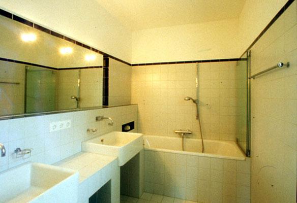Badezimmer: Keramische Platten - Foto © Knauer Architekten