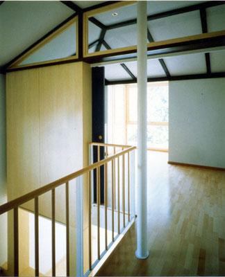 Stiegenhaus mit Gästezimmer (mit Schiebetüre abtrennbar)