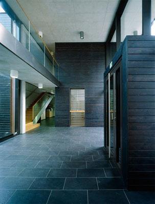 Zweigeschoßige Eingangshalle; Foto © G. Zugmann