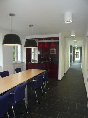 Küche: Holzwerkstoffplatten furniert - Foto © Knauer Architekten